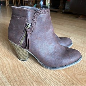 Mia Avery Braided Brown Leather Ankle Booties 9